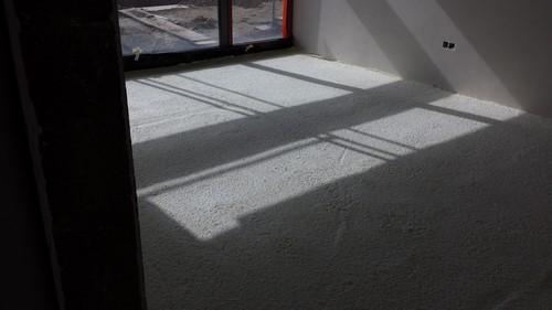 Réalisation d'isolation de sol à Liège par polyuréthane projeté